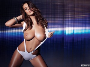 holly-peers-topless-nuts-interactive-outtakes-11-900x675