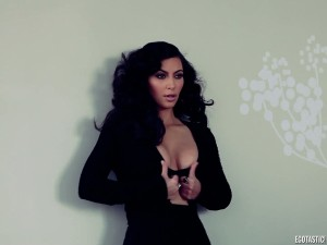 kim-kardashian-feb-esquire-behind-the-scenes-cap-12-900x675