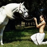 angelina-jolie-topless-horse-shoot-01-900x675