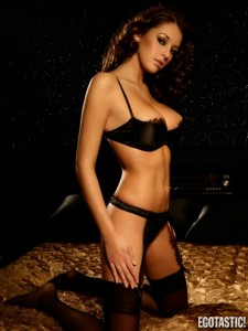 keeley-hazell-topless-in-black-lingerie-photoshoot-09-435x580
